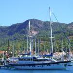airtours betont im Sommer 2008 hohe Exklusivität: Von Sternstunden, romantischen Abenteuern und Freude an Bodenständigkeit