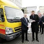 Deutsche Post World Net und Daimler AG geben Startschuss für ersten Einsatz von Hybrid-Lkw in Europa