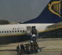 Ryanair-Boeing schiesst über Landebahn hinaus