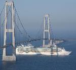 Independence of the Seas passiert Storebelt Bridge