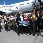 Lufthansa und Flughafen München begrüßen den 100millionsten Gast im Terminal 2