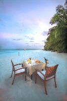 Insel-Romantik pur: Sandbank Dinner auf Baros Maldives