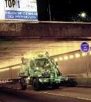 Mercedes-Benz Unimog wäscht Pariser Tunnels