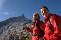Bergsteigen und Talfahren
