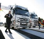 Der Stern strahlt heller: Zur Markteinführung Sternfahrt mit 350 neuen Mercedes-Benz Actros