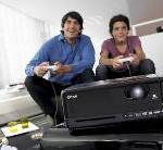 Epson EH-DM2: Tragbarer, kompakter Projektor mit DVD-Player und Surround System