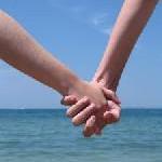 7 Prozent würden Urlaubsaffäre starten, auch wenn sie in einer Beziehung sind – laut Umfrage von lastminute.de