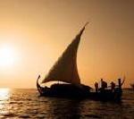 Romantische Bootsfahrten auf maledivisch: Mit der Baros Nooma dem Sonnenuntergang entgegen