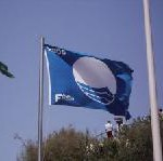 Elf blaue Flaggen wehen an Teneriffas Stränden