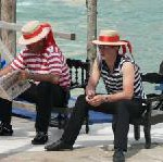 Touristen verdrängen Venezianer Abwanderung wegen hoher Lebenshaltungskosten und Wohnungsknappheit