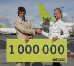 airBaltic congratulates passenger on 1 000 000th flight booked on Internet