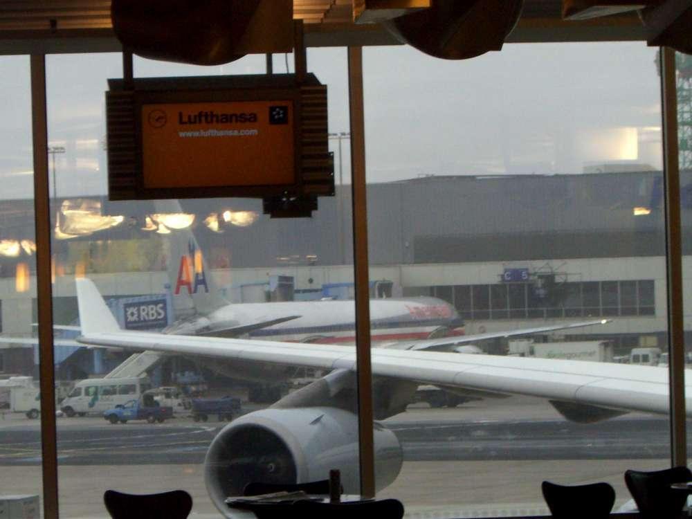 AMERICAN AIRLINES FEIERT 25-JÄHRIGES JUBILÄUM IN FRANKFURT