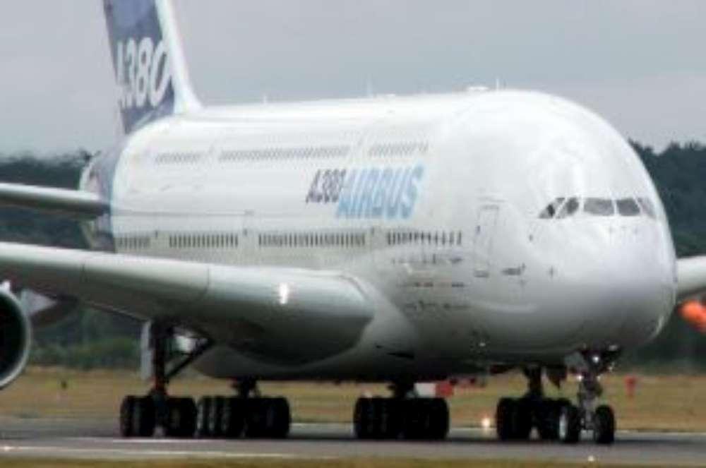 Flughafen Stuttgart Fliegende Sensation am Landesflughafen: Airbus A380 der Lufthansa kommt nach Stuttgart