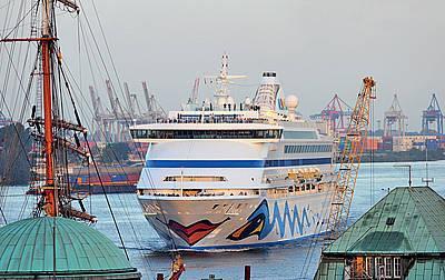 AIDAaura: Erfolgreicher Saisonabschluss 2009 in Hamburg