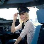 Supermodell im Superjumbo: Eva Padberg checkt im Emirates Airbus A380 ein