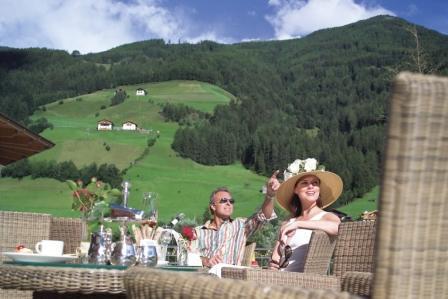Südtirol: Von Gauklern, Gourmets und fliegenden Dirndln