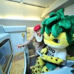 Zakumi geniesst Fussball an Bord des Emirates A380 Mit Emirates die FIFA Fussball-Weltmeisterschaft 2010 fest im Blick