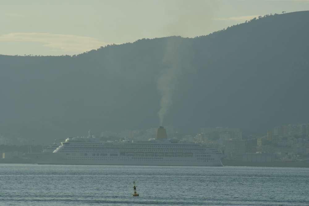 Das größte Kreuzfahrtschiff der Welt Allure of the Seas aus der Frosch-Perspektive