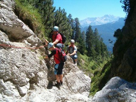Intensives Naturerlebnis: Garmisch-Partenkirchen beim Schluchteln, Biwakieren oder mit dem Wanderpaket entdecken
