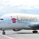 """AC Mailands """"größter"""" Fan präsentiert neues Spielershirt: Trikotsponsor Emirates landet mit Airbus A380 in Mailand"""