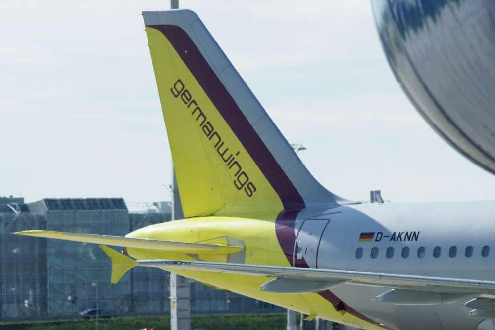 Germanwings: Hetze gegen Regierung mit Deutschlandfarben und Bundesadler