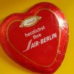"""""""Mit Herzen Gutes tun"""" – mit den Air Berlin Schokoherzen"""