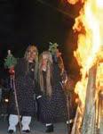 In Bad Griesbach geht der Winter in Flammen auf: Mit heilkräftigem Thermalwasser und altem Brauchtum in den Frühling
