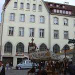 Frühling in Riga: Mode, Sportwagen und Blondinen