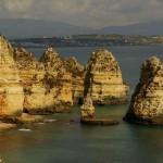 Blaue Flaggenschmücken Portugals Strände