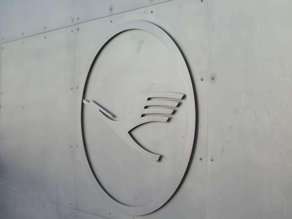 Lufthansa Konzern kehrt im ersten Halbjahr 2011 operativ in die Gewinnzone zurück