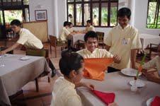 Hoteldirektoren spenden für Hotelfachschule in Kambodscha