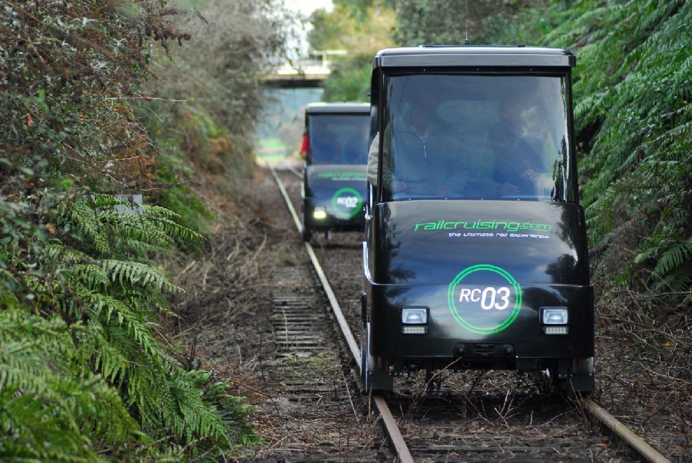 """Selbst auf Schienen fahren und Neuseeland entdecken: RailCruising und die """"Mamuka Express Tour"""" führen Abenteuerlustige nach Rotorua"""