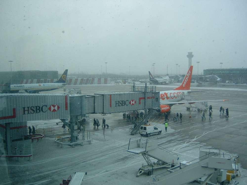 Unbeschwert in den Urlaub starten: Flughafen Frankfurt bietet Wintermantel-Service an