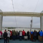 ASTOR passiert als erstes Kreuzfahrtschiff die größte Hubbrücke Europas