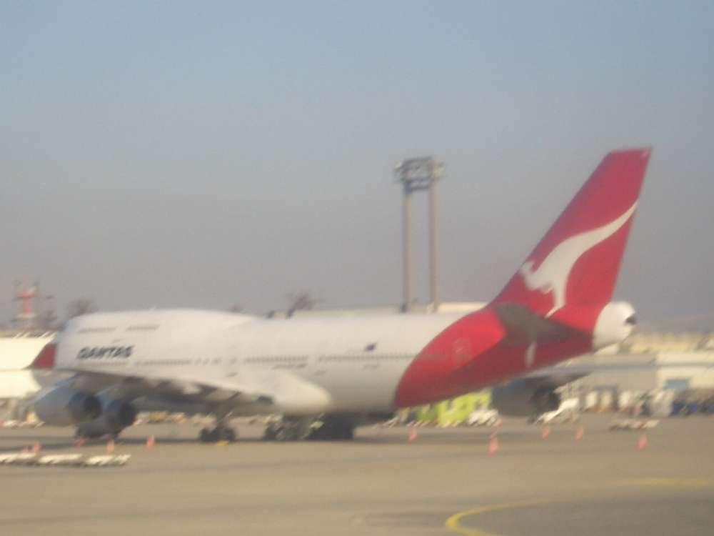 Qantas shows Australian designed new uniforms for crews and ground staff (VIDEO)
