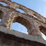 """Air Dolomiti feiert den hundertsten Geburtstag der Fondazione Arena """"im Flug"""""""