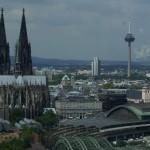 Stadtlauf Serie: Dorint zeigt Flagge beim Altstadtlauf in Köln
