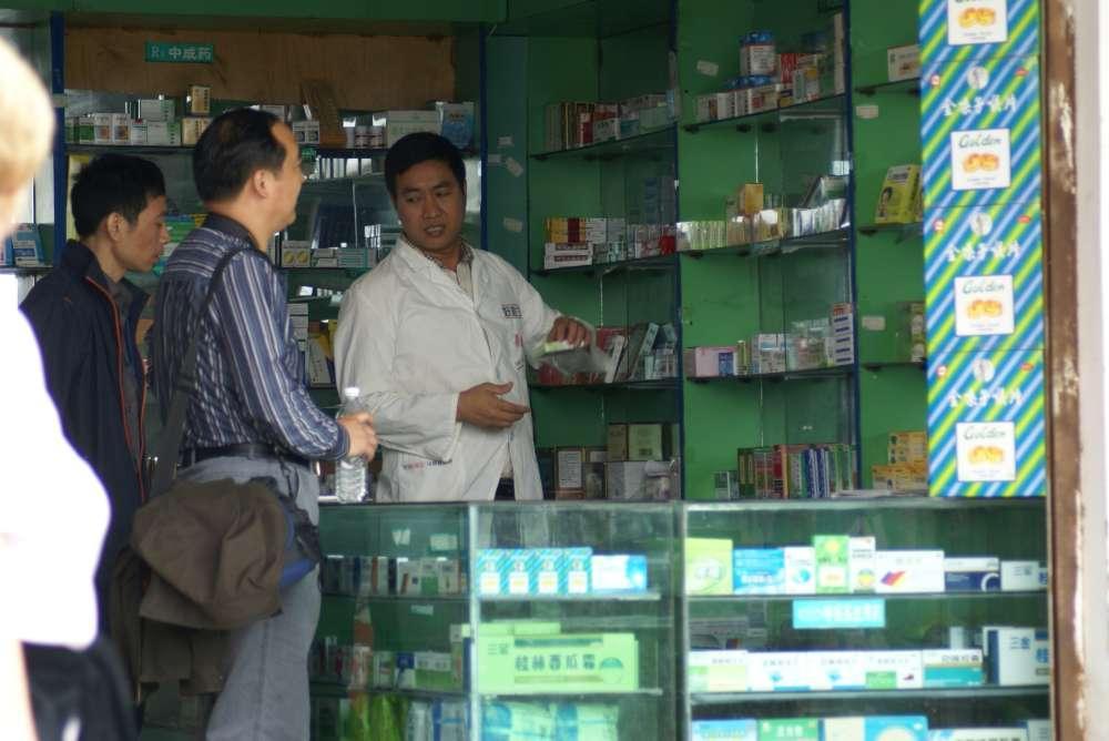 Sommerurlaub während Corona-Pandemie: Apothekenfinder 22 8 33 hilft bundesweit bei Suche nach dienstbereiter Apotheke vor Ort