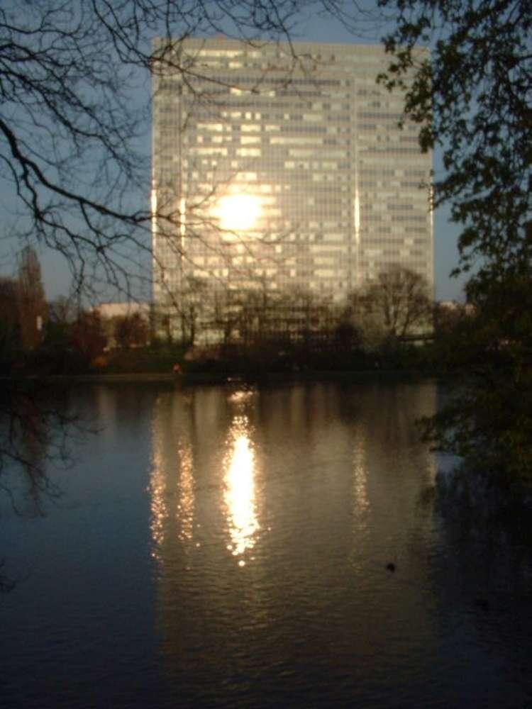 Düsseldorf: Das Dreischeibenhaus im Zentrum wird neue Alltours Unternehmenszentrale