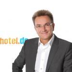 hotel.de AG: Vorstandsvorsitzender Dr. Heinz Raufer scheidet aus und übergibt an erfahrenes Führungstrio