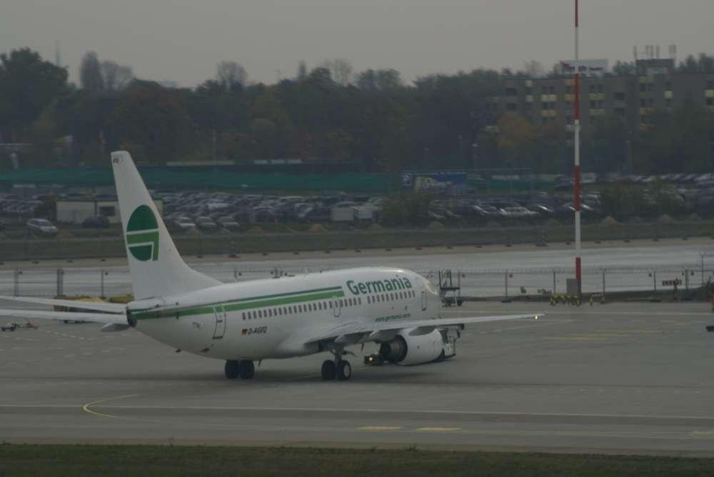 Vollcharter-Maschine der Germania fliegt im Winter mit alltours Logo