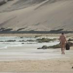 Europas Urlauber lassen die Hüllen fallen: 58% der Männer & 40% der Frauen würden am Strand blank ziehen