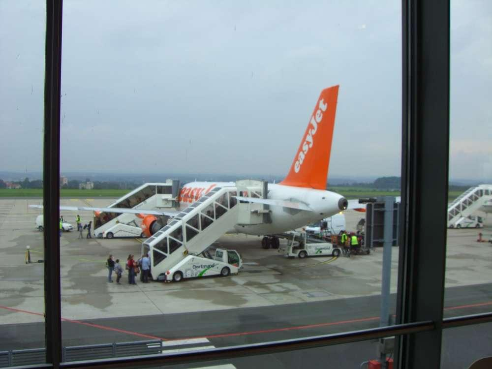 Barrierefreiheit am Dortmund Airport –Begleitung bis zum Flugzeug – der PRM-Service