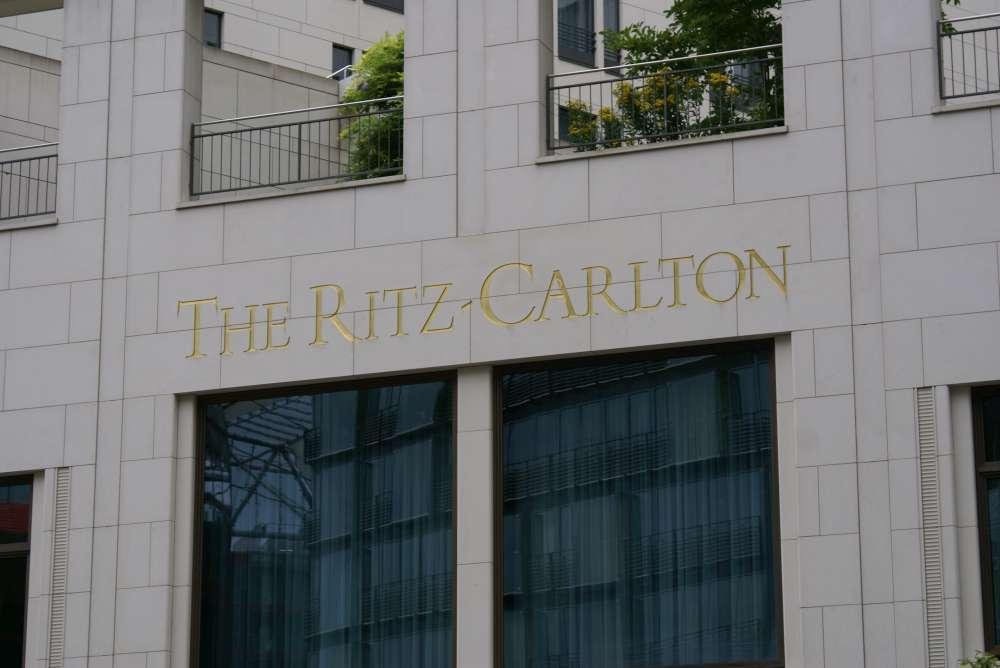 ritz carlton hotel in der autostadt. Black Bedroom Furniture Sets. Home Design Ideas