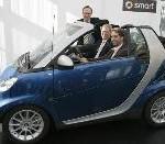 Unterzeichnung auf der IAA in Frankfurt: Boris Palmer fährt künftig smart fortwo micro hybrid drive