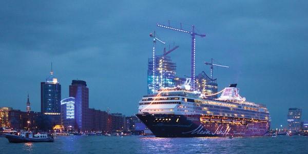 TUI: Mein Schiff 2 trifft in neuem Basishafen von Dubai ein