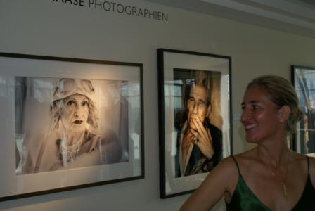 """Düsseldorf, Intercontinental Hotel - Esther Haase Fotoausstellung """"Vertical Gallery"""" (08684) Foto: ©Carstino Delmonte (2009)"""