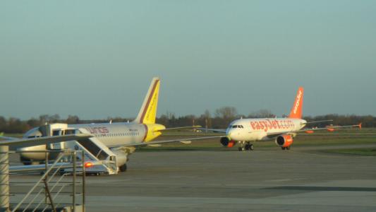 Airlines - Easy Jet, britische No Frills Airline in Europa (02234), Foto: ©Carstino Delmonte (2009)
