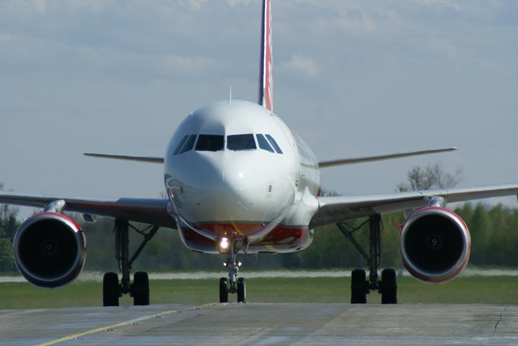Airlines - Air Berlin - deutsche No Frills Airline mit europäischen und intercontinentalen Zielen (097969), Foto: ©Carstino Delmonte (2008)