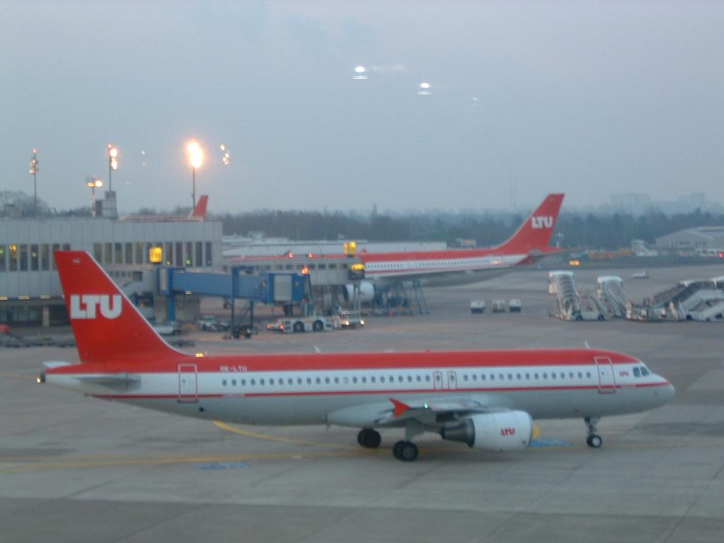 LTU - Charterairline aus Düsseldorf (ab 2008 Air Berlin) (0011) Foto: ©Carstino Delmonte (2008)